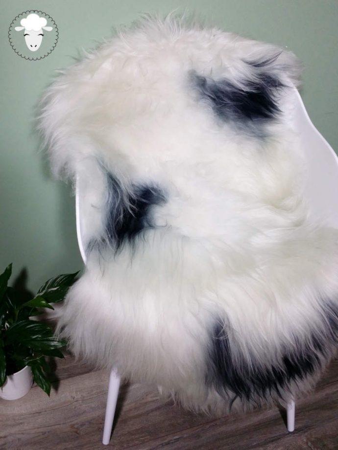 Schapenvacht IJslands Wit met Zwarte Vlekken